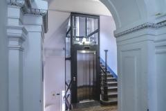 Pernerova - zmenšení šířky schodišťových ramen